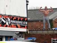 Watch as muscle-bound Wrexham siege man taunts police from gym rooftop