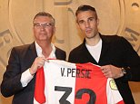 Van Persie completes return to boyhood club Fenerbahce